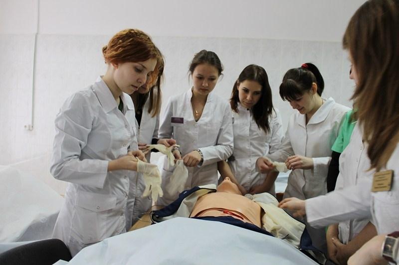 studentki-meditsinskogo-instituta-foto